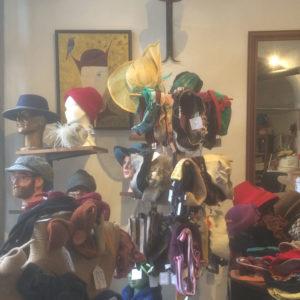 Atelier-boutique La forêt des chapeaux à Saoû, Drôme